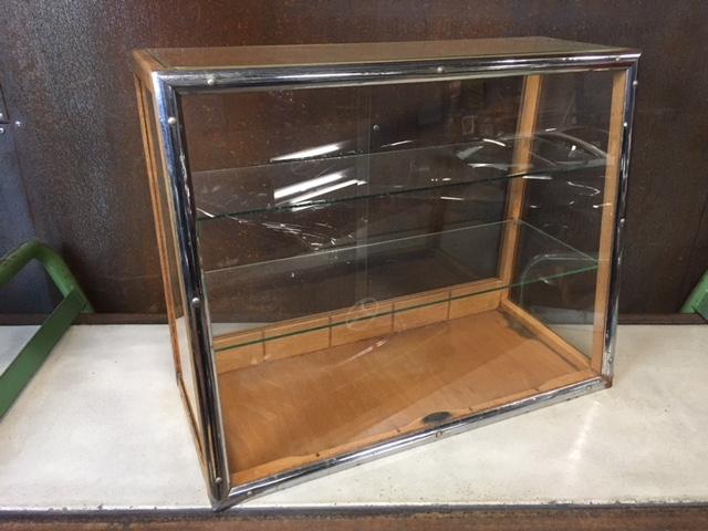 Kleine Glazen Vitrinekastjes.Antieke Esme Groningen Vitrinekast